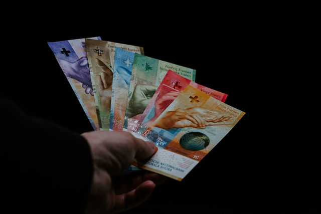 Roszczenia klienta o zwrot rat kredytu z umowy o kredyt we frankach nie przedawniają się po upływie 10 lat od zapłaty każdej raty